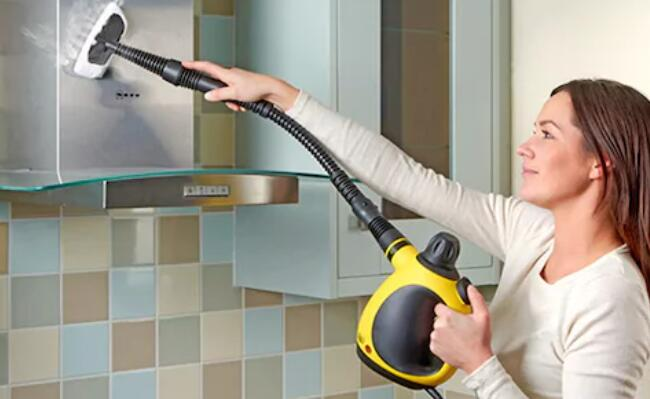 clean mirror and windows with a steam cleaner