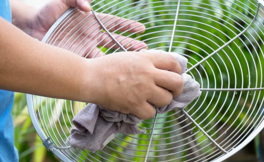 clean a fan in 60 seconds