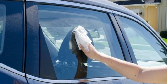 clean inside car windows without streaks